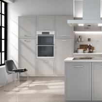 Flat doored kitchen, grey, large handles