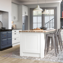 Shaker style kitchen, Range and mantle feature, island with seating.